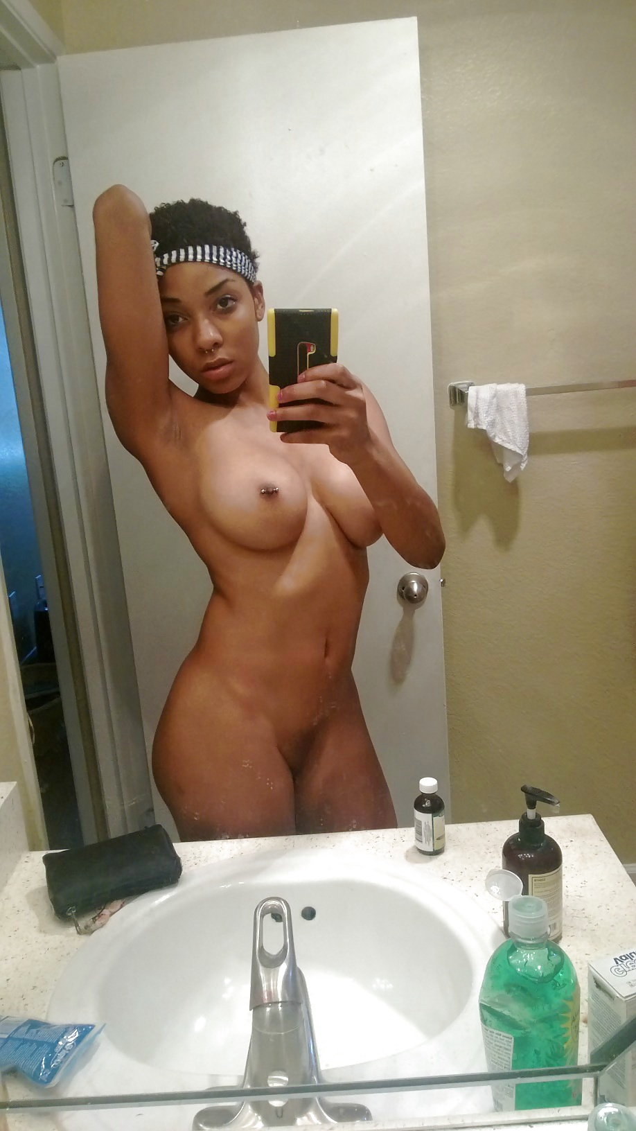 Cuban nude girl self pic — pic 5