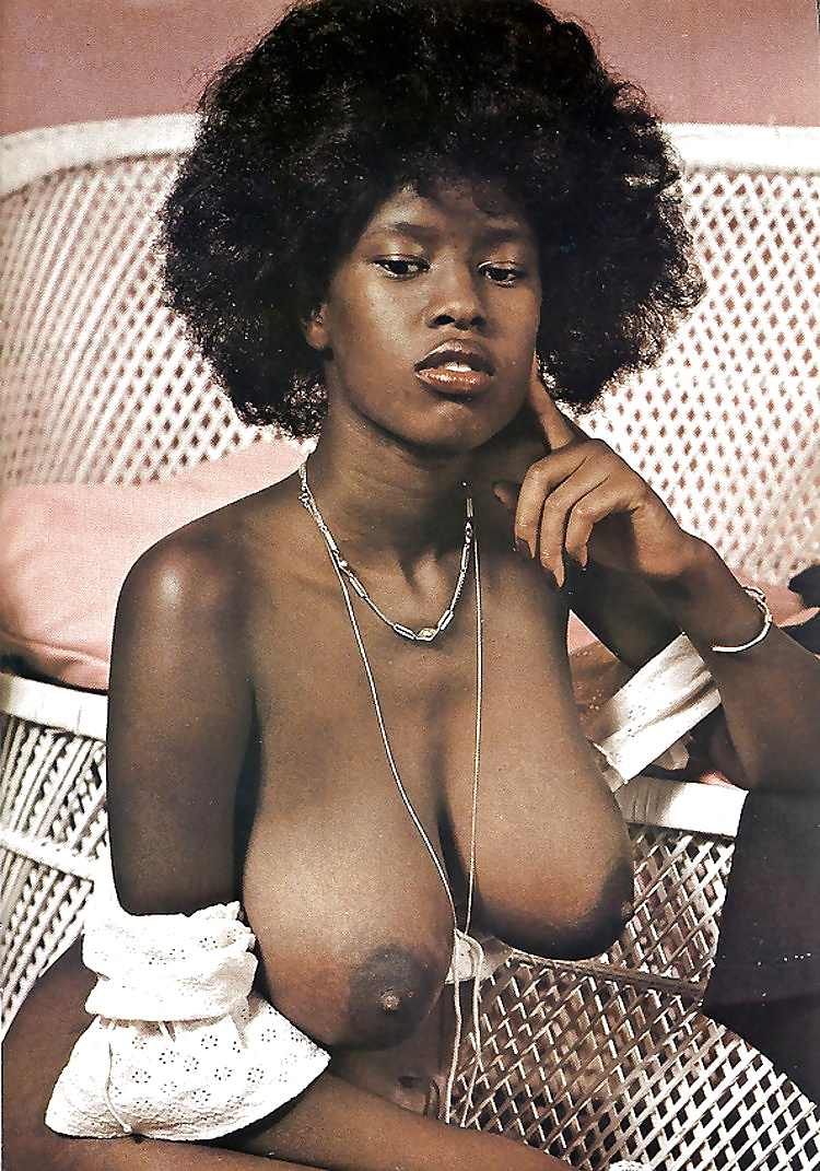 Retro ebony nude — 14