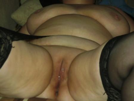Mutter zeigt sich nackt