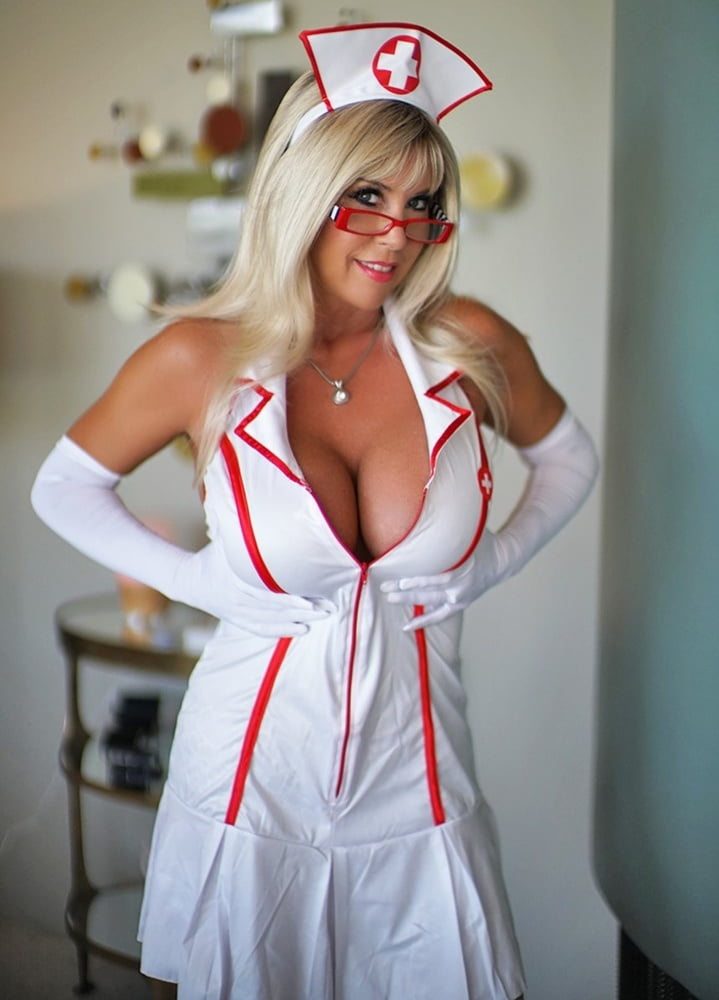 Back busty door nurse — photo 6