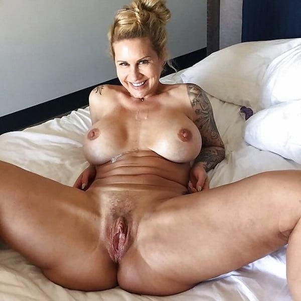 Mature Housewife PornPics 1