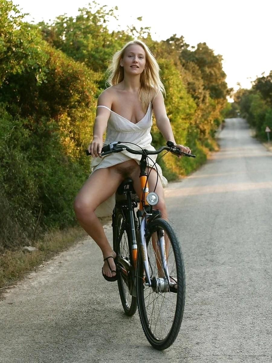Полину ебут поездка на велосипеде без трусиков дому индивидуалка