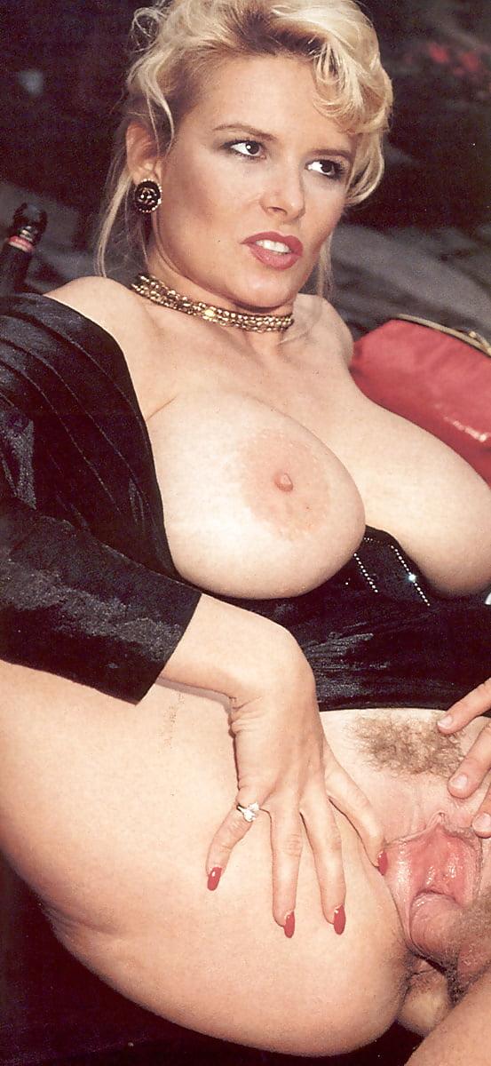Очень большие сиськи в ретро порно #1