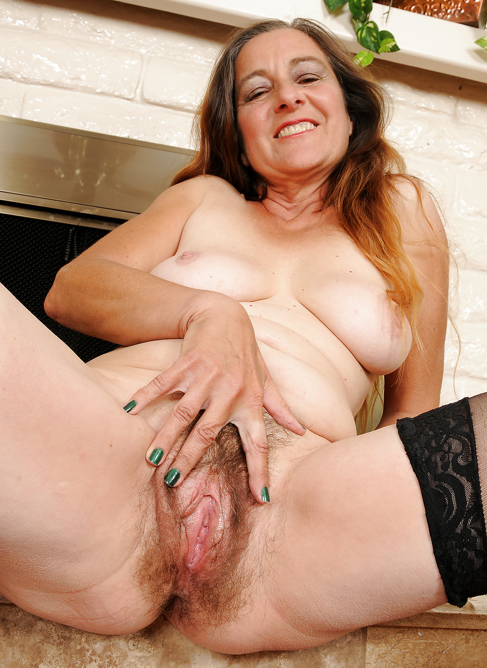 Mature Naked And Hairy Pussy - 19 Pics  Xhamster-4157