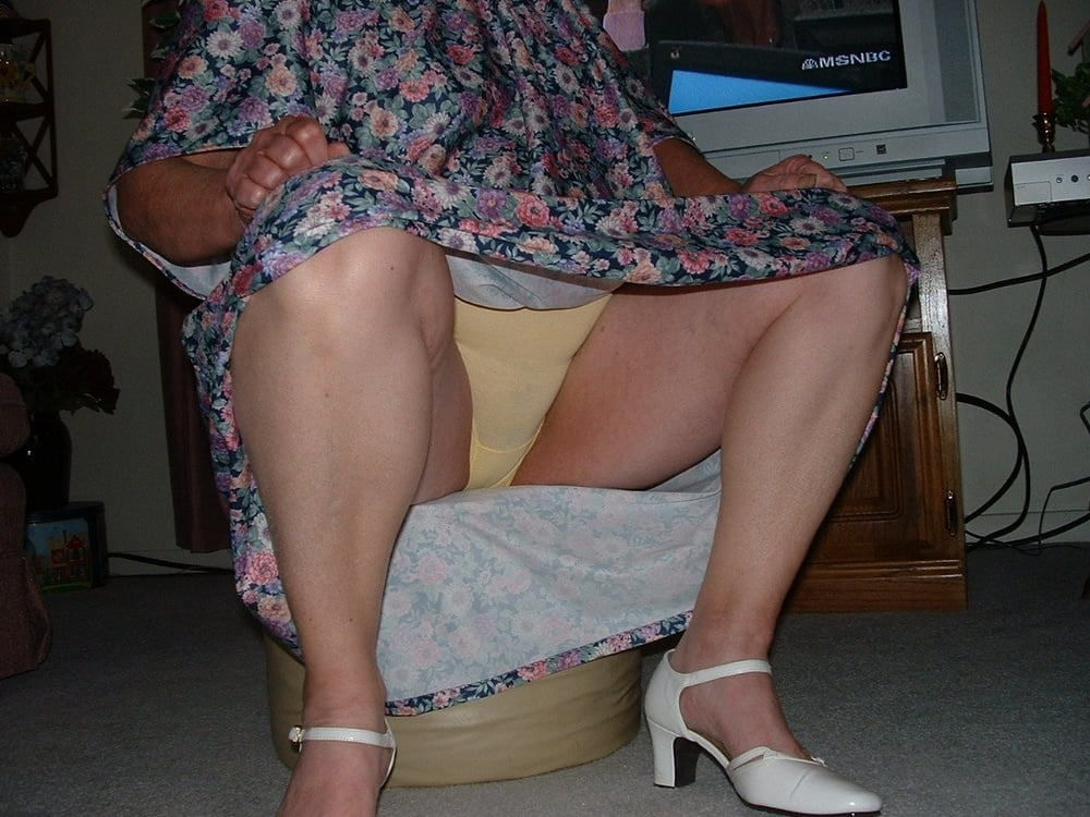 Mature upskirt with lacy slip, free upskirt mobile porn photo