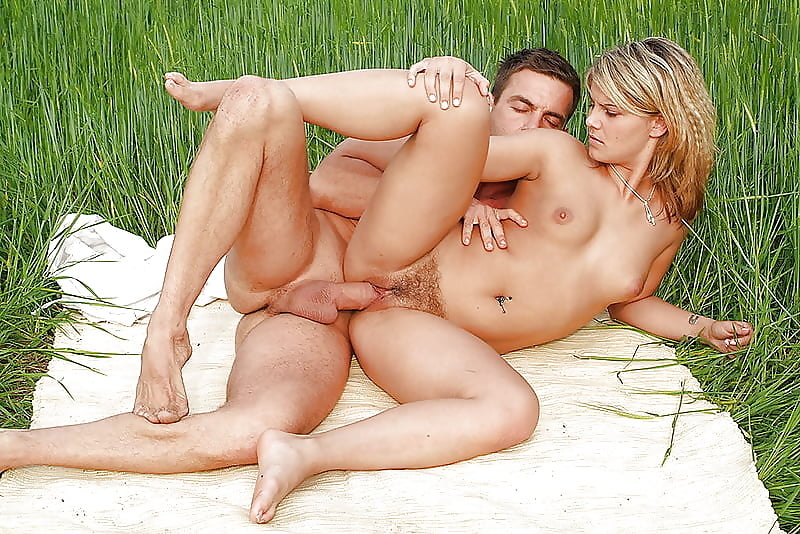 naked-outdoors-fuck