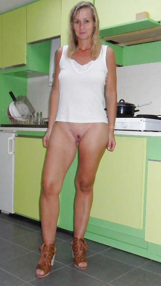 greek-milf-bottomless