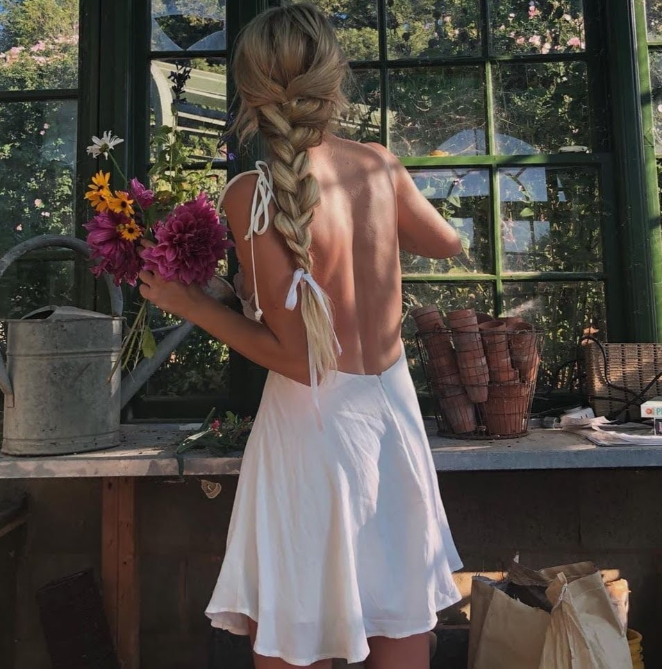 Backless Outfits- 26 Pics