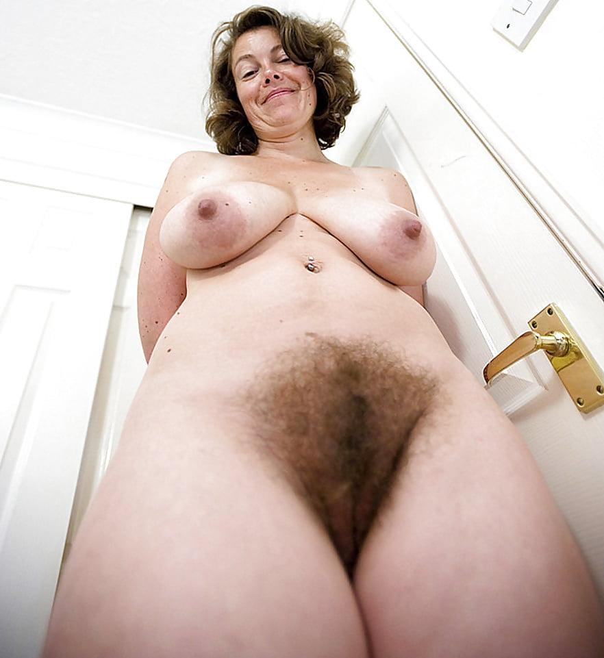 Обнажение под фотокамеру зрелых и волосатых женщин 13