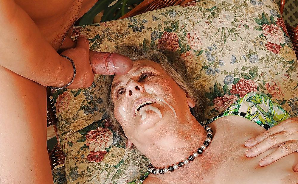 Порно трахнул пенсионерку