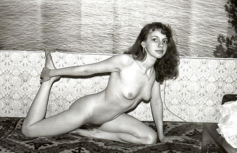 chastnie-foto-retro-erotika-drochka-pizdi-chlenom