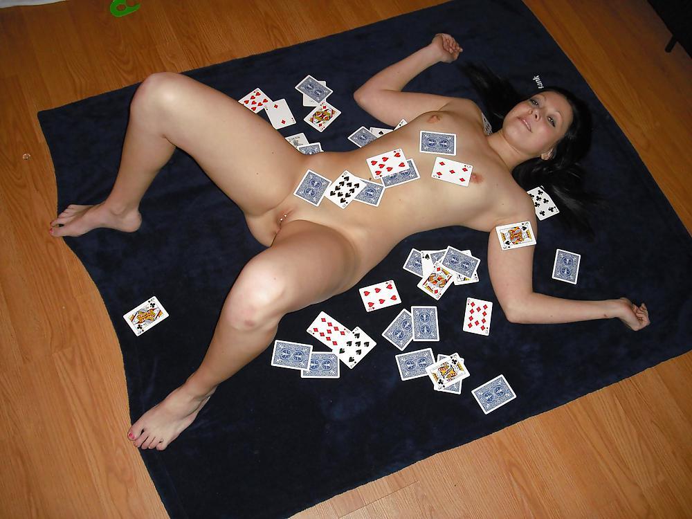 nude-girls-poker
