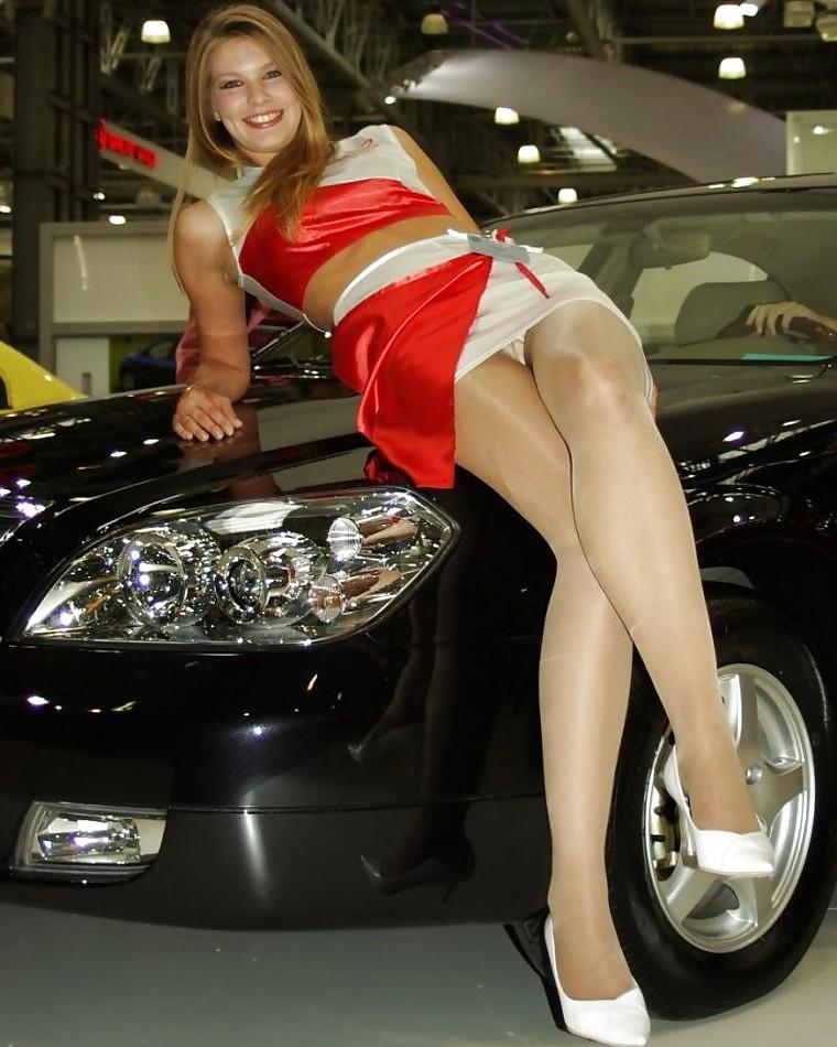 видео девушки на автовыставке без трусов предположила, что тренировка
