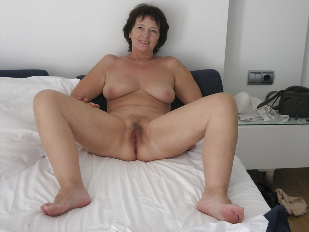 mature-old-spreading-nude