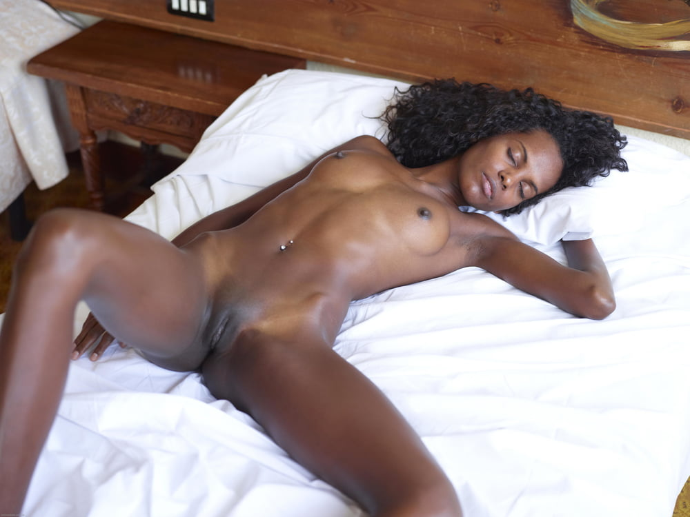 Sexy naked photo of black girls on a bed, petite ami royal check shortall