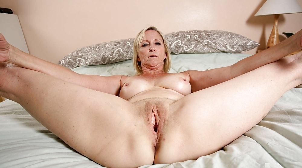 Mature shaved cunt pics — 8