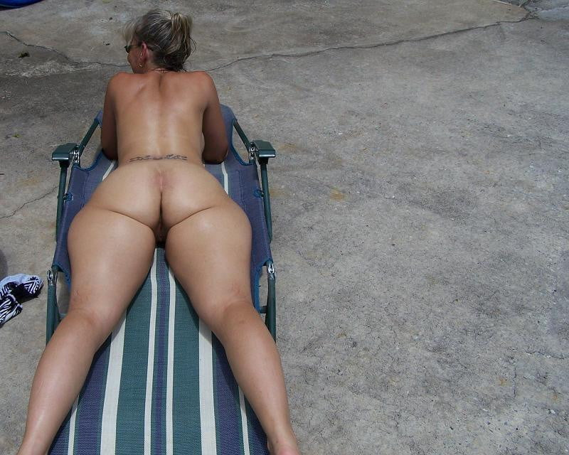 Sexy Milf Candid