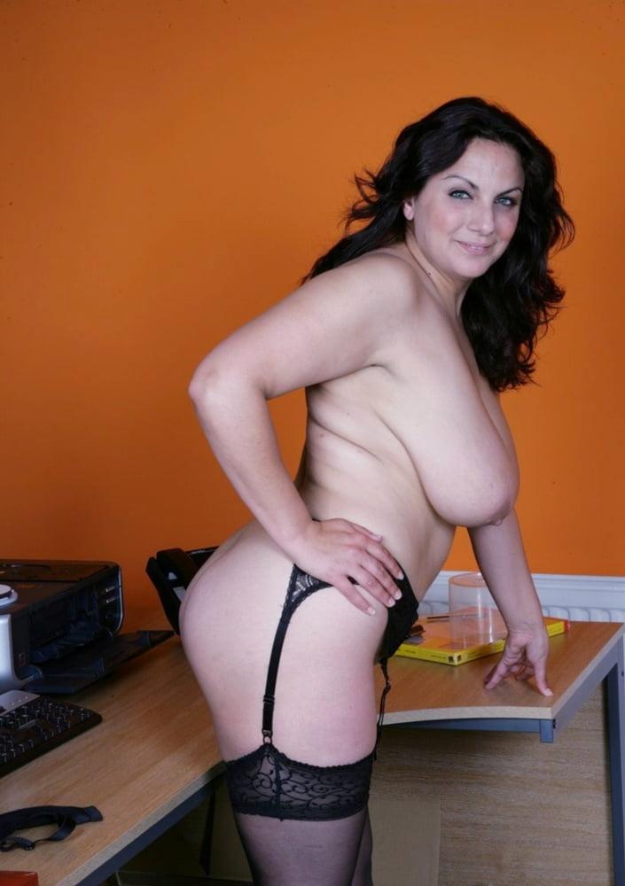 EMILY CARTWRITE - 32 Pics