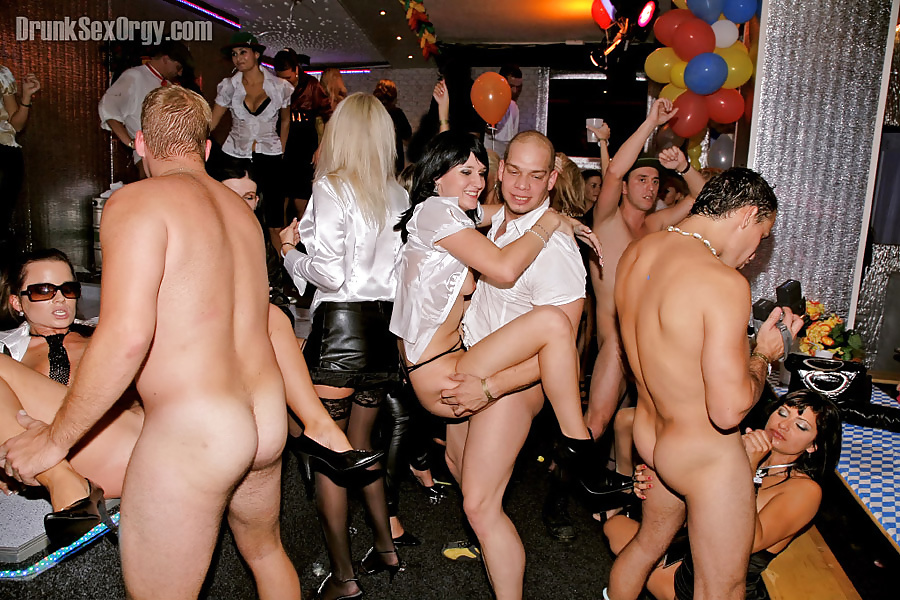 Wild party porn picture with group action
