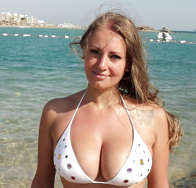 Amateur with the big tits — img 4